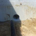 Gaten boren in beton voor rioolaansluiting